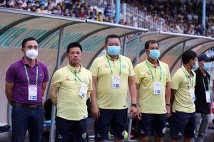 HLV Phan Bá Hùng bịn rịn chia tay Bình Định