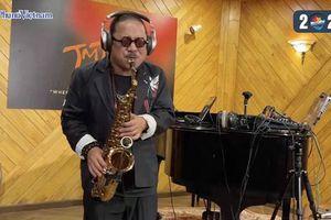 Lắng nghe nghệ sĩ Trần Mạnh Tuấn độc tấu saxophone 'Thu quyến rũ'