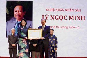 Nhà sáng lập Minh Long I Lý Ngọc Minh được trao tặng danh hiệu Nghệ nhân Nhân dân