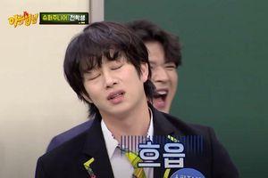 Super Junior Hee Chul và Dong Hae đánh nhau chán rồi rủ nhau 'selfie'