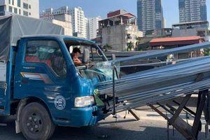 Cuộn tôn 'khủng' trôi, đè bẹp cabin xe: Chở hàng cẩu thả và vô trách nhiệm