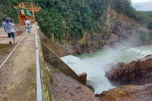 Sạt lở núi uy hiếp thủy điện