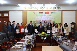 8 sinh viên Trường ĐH Luật Hà Nội được nhận học bổng của CHLB Đức