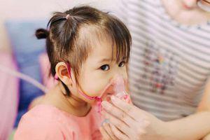 Nhiệt độ giảm sâu, phòng và xử trí trẻ mắc viêm đường hô hấp như thế nào?