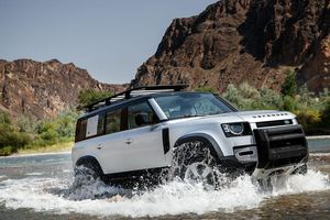 Land Rover Defender nhận đánh giá an toàn 5 sao từ Euro NCAP