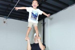 NSƯT Quốc Nghiệp và con trai 3 tuổi làm xiếc ủng hộ Ngọc Mai