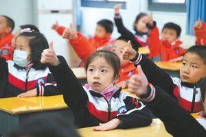 Bài tập luyện mắt chống cận thị của học sinh Trung Quốc