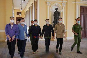 Xét xử vụ Tuấn 'Khỉ' bắn chết 5 người ở Củ Chi: 800 triệu cướp ở sới bạc được xử lý như nào?