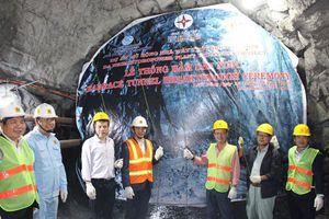 Thông hầm dẫn nước nhà máy thủy điện Đa Nhim mở rộng