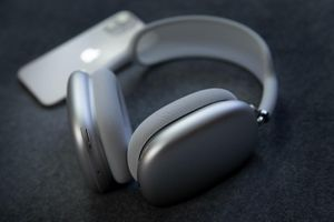 5 mẫu tai nghe đắt hơn AirPods Max