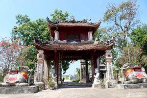 Vẻ đẹp độc lạ của ngôi đền cổ hàng trăm năm tuổi ở Nghệ An