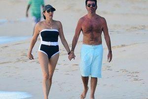 Simon Cowell tắm biển với bạn gái