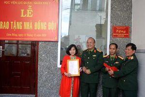 Học viện Lục quân trao tặng 'Nhà đồng đội'