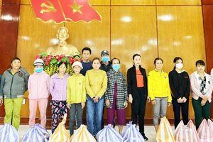 Tặng 500 phần quà cho người dân bị bão lũ ở Đà Nẵng và Quảng Nam