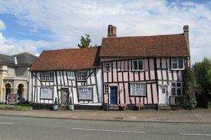 Lịch sử đầy bất ngờ của ngôi làng xiêu vẹo ở Anh