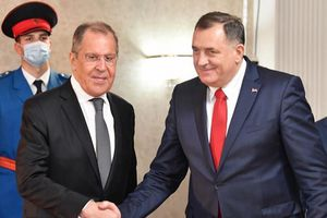 Ukraine nghi quà Ngoại trưởng Nga được tặng là đồ bất hợp pháp