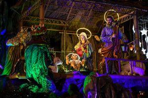 Nhà thờ lung linh trước Noel