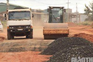 Đắk Nông: Công an nói gì xe hết niên hạn vẫn sử dụng thi công đường?
