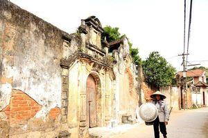 Trăn trở về những biệt thự cổ làng Cựu