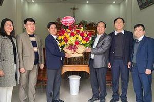 Công an tỉnh Nghệ An chúc mừng bà con giáo dân