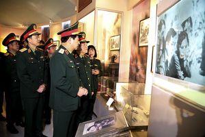 Đại tướng Ngô Xuân Lịch giao nhiệm vụ cho Binh chủng đặc biệt