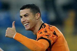 Ronaldo ghi 2 bàn giúp Juventus áp sát ngôi đầu