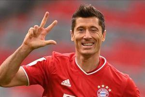 Lewandowski giải cứu Bayern ở phút 90+3