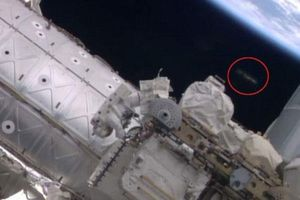 UFO bí ấn xuất hiện gần Trạm không gian quốc tế
