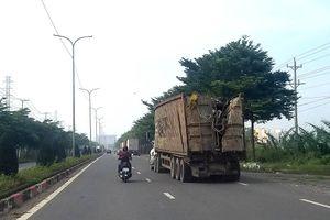 Nguy cơ từ các xe container chở phế liệu