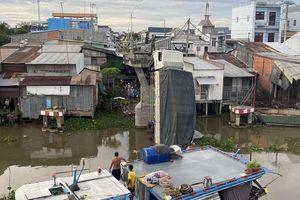 Tài xế xe tải chở 23 tấn lúa gây sập cầu ở Tiền Giang bị khởi tố