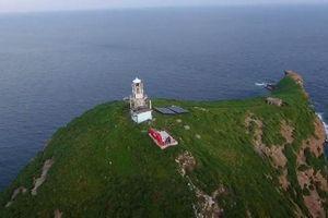 Điều trực thăng tìm kiếm hai nhân viên hải đăng Hòn Hải bị sóng cuốn mất tích