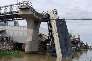 Tiền Giang: Khởi tố tài xế lái xe quá tải làm sập cầu