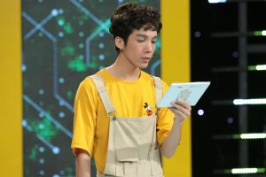 Dương Thanh Vàng tức giận, ném kịch bản ngay trên sân khấu