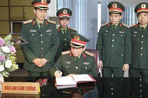 Bộ trưởng Ngô Xuân Lịch giao nhiệm vụ cho Đặc công