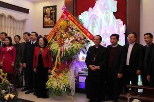 Đồng chí Trương Thị Mai thăm, chúc mừng Giáng sinh ở Thanh Hóa