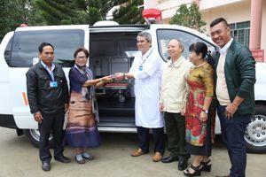 Trường Sĩ quan Lục quân 2 và Công ty Xuyên Việt Oil tặng xe cứu thương cho Trung tâm y tế huyện Lắk