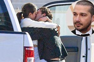 Shia LaBeouf hôn cuồng nhiệt bạn gái mới