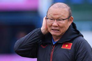 Thầy Park chê mặt sân Cẩm Phả trước trận đấu của tuyển Việt Nam