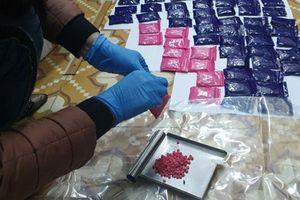 Quảng Trị: Bắt 2 đối tượng mua bán, tàng trữ 18.000 viên ma túy