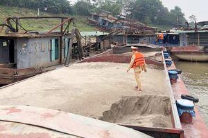 Ngăn chặn nạn khai thác cát trái phép trên các tuyến sông