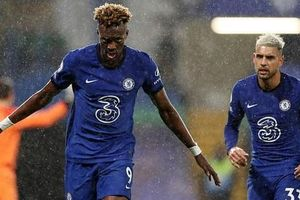 2 phút bắn hạ West Ham, Chelsea bay bổng Top 5 Ngoại hạng Anh