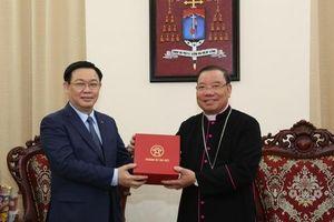 Bí thư Vương Đình Huệ thăm Tòa Tổng Giám mục Hà Nội