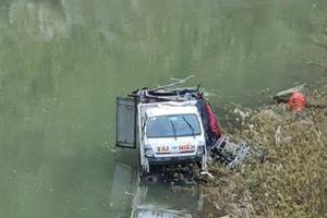 Tin giao thông đến sáng 22/12: Va chạm xe tải, 2 phụ nữ tử vong, 3 người bị thương