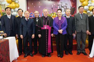 Chủ tịch Quốc hội thăm, chúc mừng Giáng sinh tại Tòa Tổng Giám mục Huế