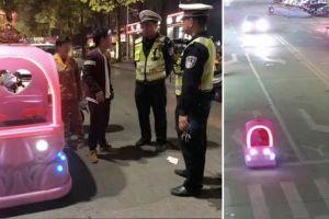 Lái ô tô đồ chơi ra đường, người phụ nữ bị cảnh sát 'hỏi thăm'