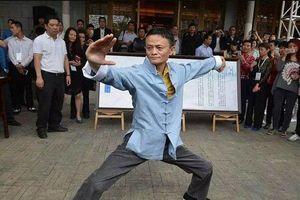 Clip: Tỷ phú Jack Ma dùng Thái cực quyền đấu Lý Liên Kiệt và Ngô Kinh