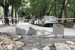 'Vỉa hè lát đá tự nhiên không phải để đỗ ô tô'