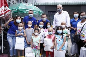 Mang 'Giấc mơ cho em' đến với bệnh nhi Bệnh viện Ung bướu TP Hồ Chí Minh