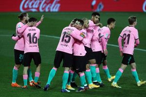 Messi tỏa sáng, Barcelona áp sát Top 4