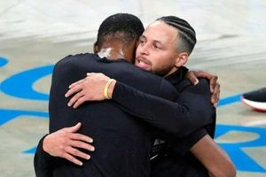 Durant hạ Curry trong màn tái ngộ được chờ đợi ở NBA mùa này